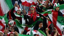 イランの女性の参加FIFAサッカーゲームのための時間