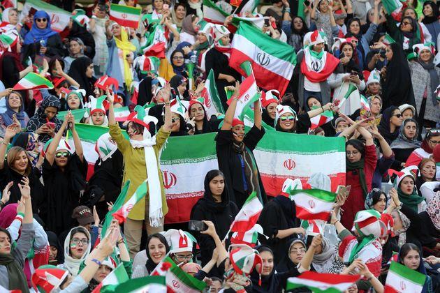 40年振りに、イランで女性がサッカー観戦できるように。喜びの時間を画像で紹介