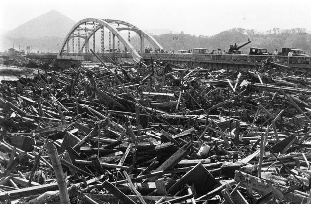 1958年9月26日、伊豆地方を襲った狩野川台風による伊豆の水害跡(静岡・伊豆)