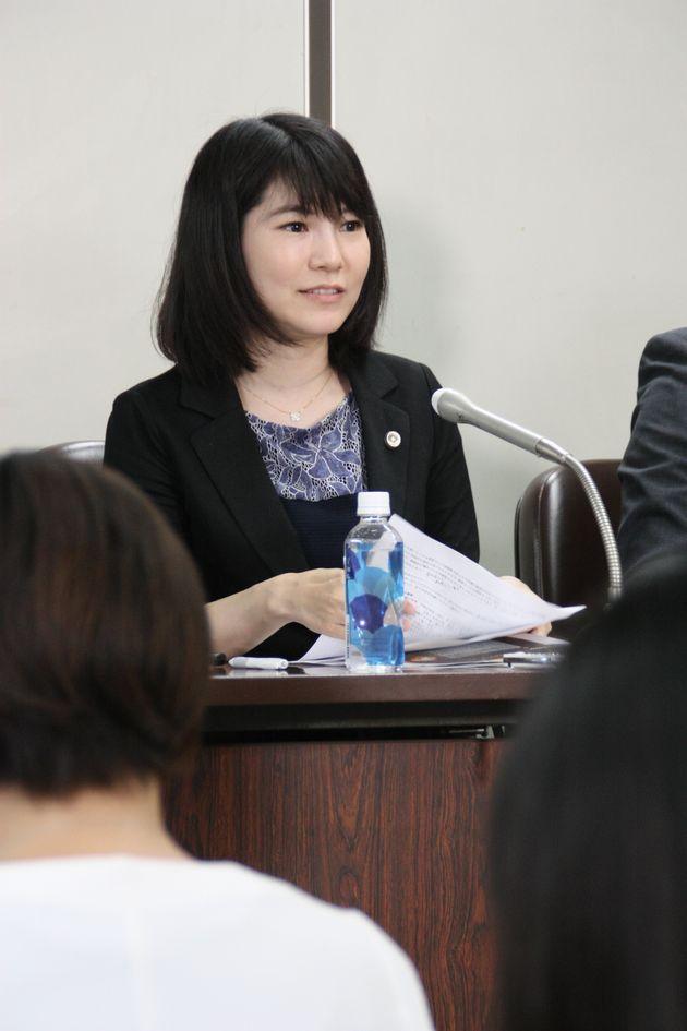 記者会見する渥美陽子弁護士