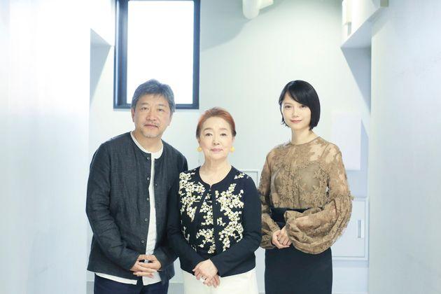 (左から)是枝裕和監督、宮本信子さん、宮﨑あおいさん