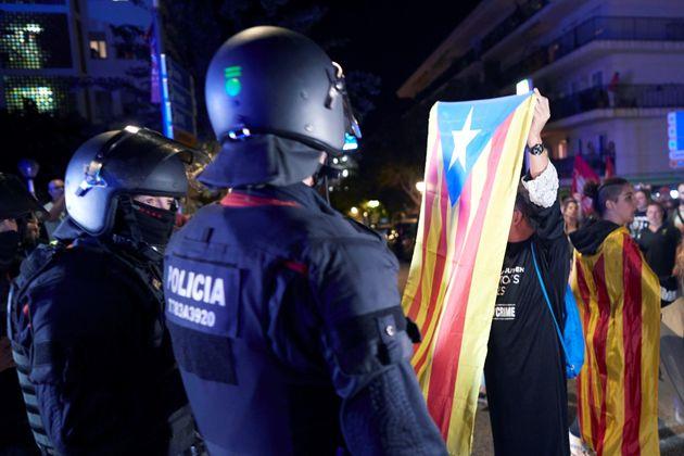 Miembros de los CDR organizan una manifestación bajo los lemas ''¡Vamos a echarlos!'' y ''¡Fuera las...
