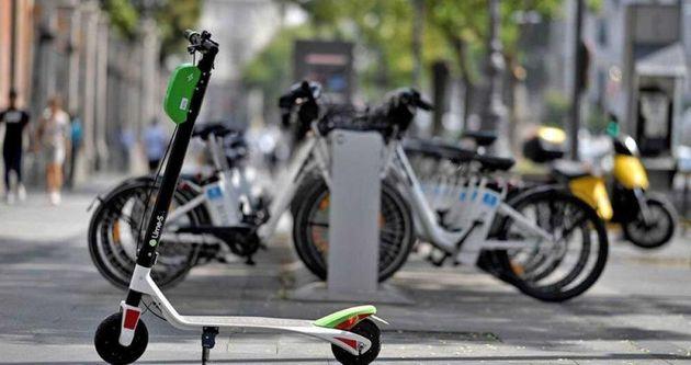 Un patinete eléctrico que se puede alquilar en