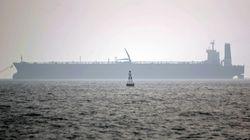 Varios misiles alcanzan un petrolero iraní frente a las costas