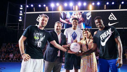 AntetokounBros Academy: Νέοι αθλητές και προπονητές από ευπαθείς ομάδες μπορούν να αλλάξουν τη ζωή
