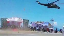 La parata militare indonesiana è disastrosa. L'elicottero spazza via la tribuna d'onore