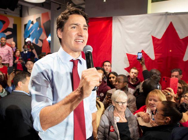 Le chef libéral Justin Trudeau s'adresse à la foule, lors d'un rassemblement à Ottawa, vendredi