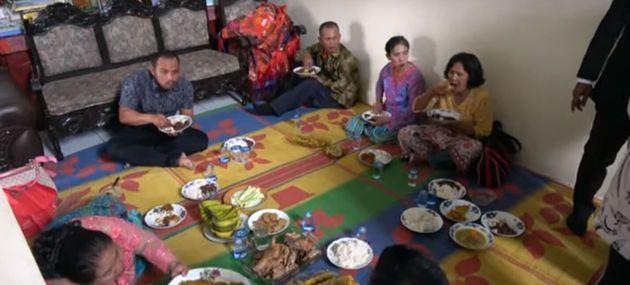 Από το γέυμα για την βάφτιση στην Ινδονησία