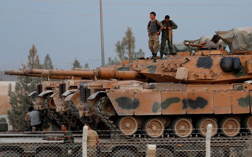 Στρατιώτες πάνω σε τουρκικό...