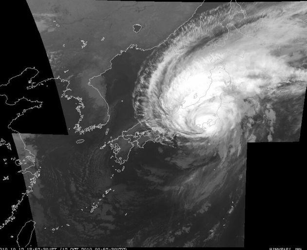 【速報】台風19号、伊豆半島に上陸。「大型で強い台風」に