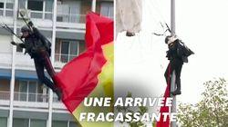 Ce parachutiste espagnol rate son atterrissage… devant le roi