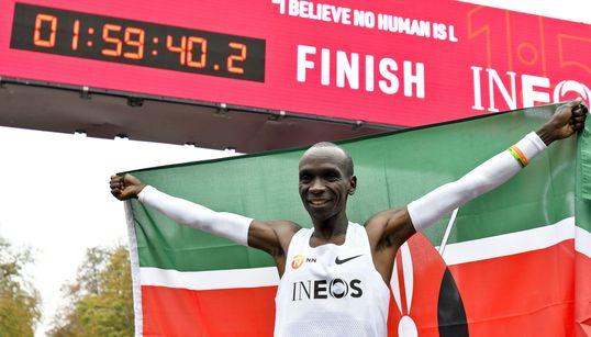 Eliud Kipchoge, primera persona en bajar de dos horas en una maratón (pero con