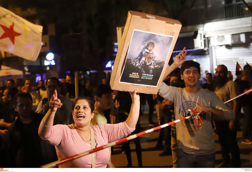 «Ο Ερντογάν είναι τρομοκράτης»: Πορεία διαμαρτυρίας Κούρδων σε Αθήνα και