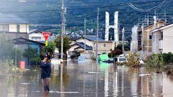 長野市の千曲川の堤防決壊 広い範囲で住宅に濁流が流れ込む