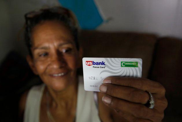 캘리포니아주 스탁튼시는 빈곤층 125명에게 현금 카드에 매달 500달러를 아무 조건 없이 넣어주는 기본소득 실험을 하고