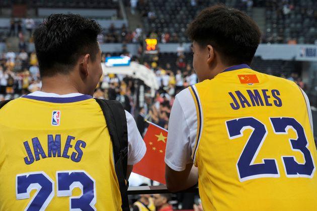 NBA 마크를 중국 국기인 오성홍기로 가린 중국