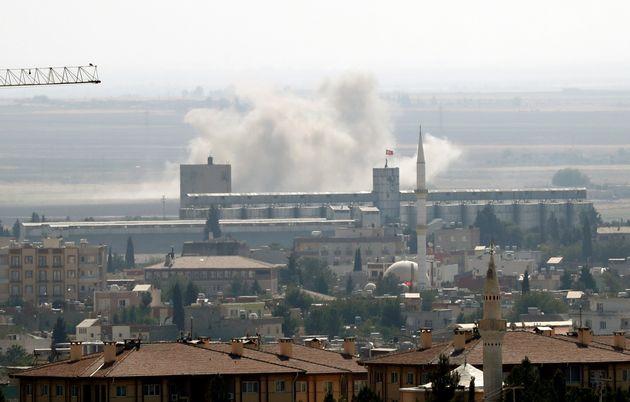 Des familles de Daech s'échappent de camps proches des combats entre Kurdes et Turcs (photo prise...