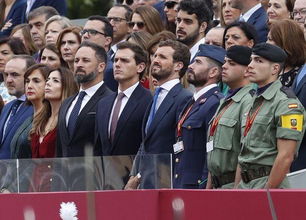 Abascal, Rivera y Casado en el desfile de la