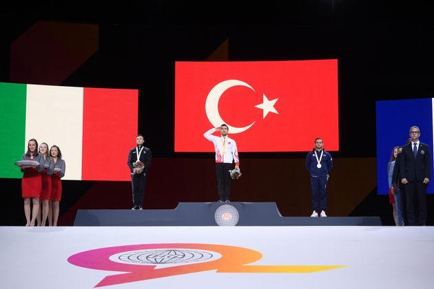 Αντιδράσεις για στρατιωτικούς χαιρετισμούς από Τούρκους