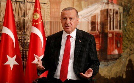 Foto del viernes del presidente de Turquía, Tayyip Erdogan, hablando durante una entrevista con Reuters...