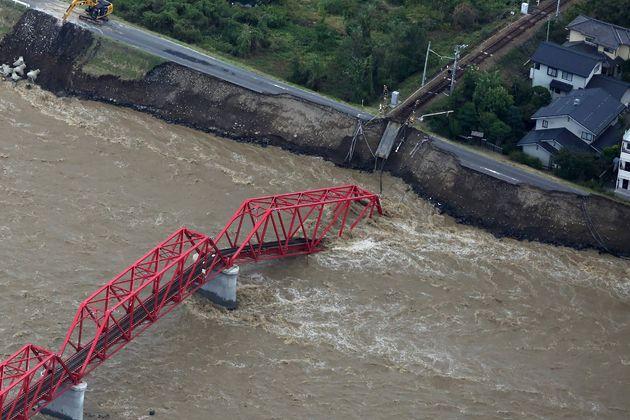 Hagibis fait au moins 26 morts au Japon, 110.000 secouristes mobilisés