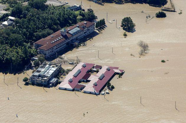 Hagibis fait au moins 35 morts au Japon, 110.000 secouristes