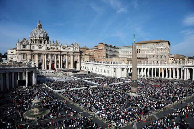 A Praça São Pedro, no Vaticano, estava lotada para a