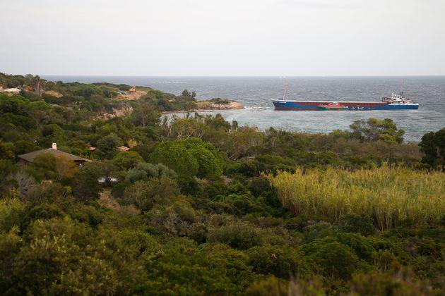 Bonifacio: un navire marchand échoue au cœur d'une réserve