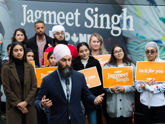 Le chef du NPD, Jagmeet Singh, s'adresse aux médias après avoir voté dans...
