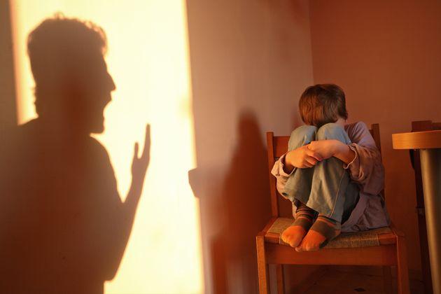 """자기 자녀에게 폭력을 쓴 남성 중에는 """"아이와 가까운 사이가 되고 싶었는데 잘 안 된다""""고 말하는 이들이 종종"""
