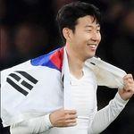 손흥민과 한광성은 '남북 축구' 경기 후 유니폼을 교환할 수