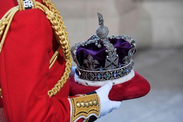 Perché la Regina non indossa la Corona per il Queen's