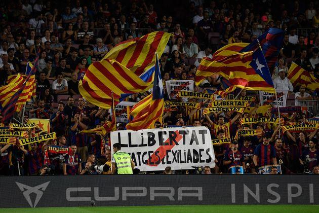 Dans les tribunes des supporters du Barça, les slogans indépendantistes se font régulièrement...