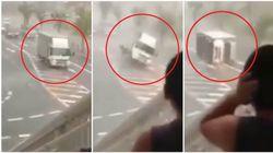 Il vento fa volare il camion. Il tifone Hagibis continua a fare vittime in Giappone