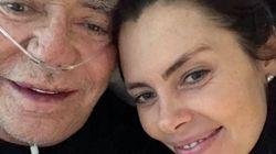 Cavalli ricoverato in ospedale, l'ex coniglietta Sandra al suo fianco.