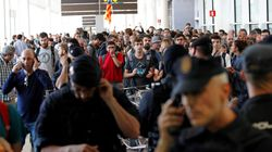 Manifestantes dificultan el acceso al aeropuerto de El