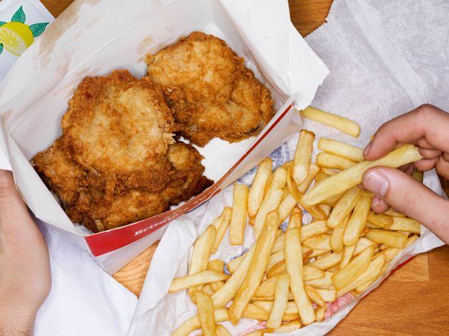 Os alimentos que você deve evitar para prevenir doenças cardiovasculares e