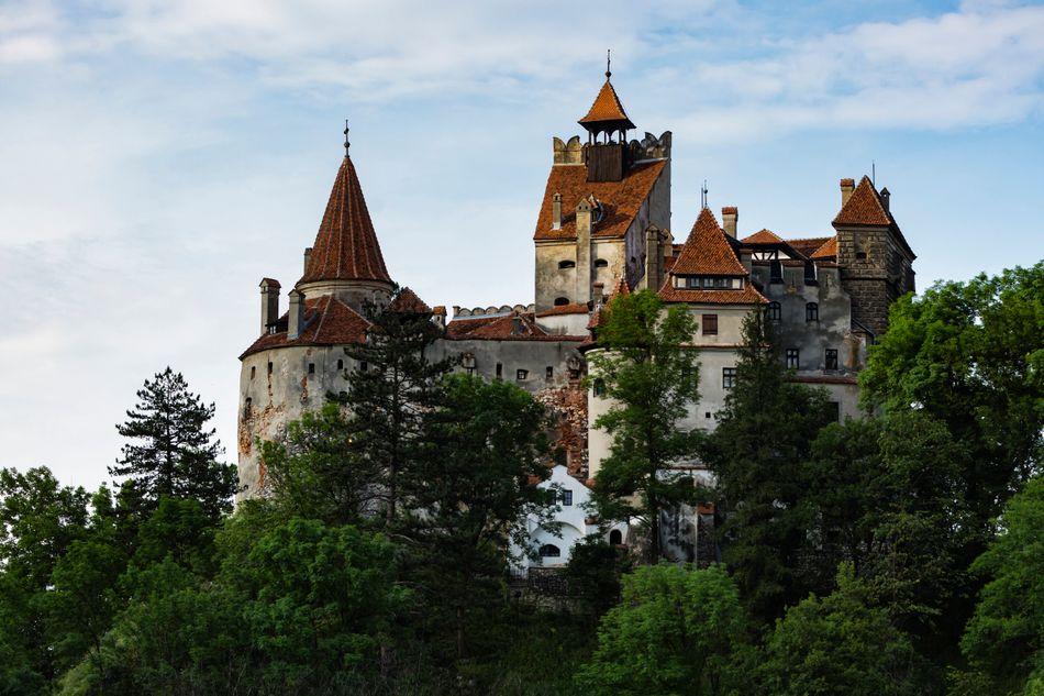 Γνωστό και ως κάστρο του Δράκουλα, το κάστρο Μπραν στην Ρουμανία είναι επίσης ένα από τα πιο τουριστικά αξιοθέατα.