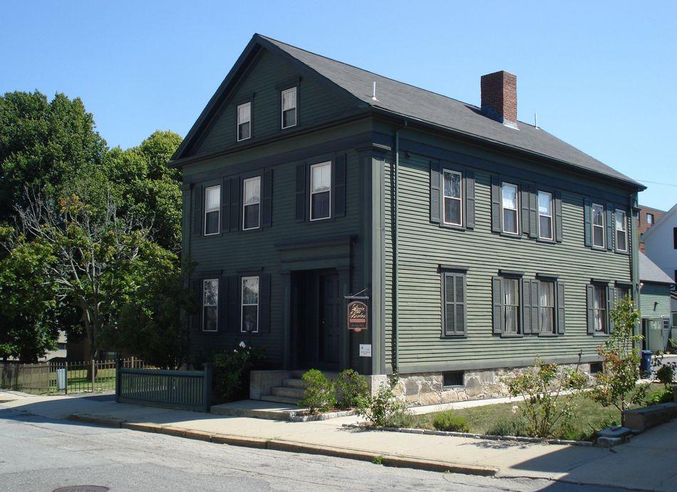 Βρίσκεται στην Μασαχουσέτη ( στην οδό 230 Second Street στο Fall River για τους τολμηρούς) και είναι το σπίτι που η Λίζι Μπόρντεν δολοφόνησε τον πατέρα της και την μητριά της με ένα τσεκούρι το 1892. Από το 1996, είναι μουσείο.