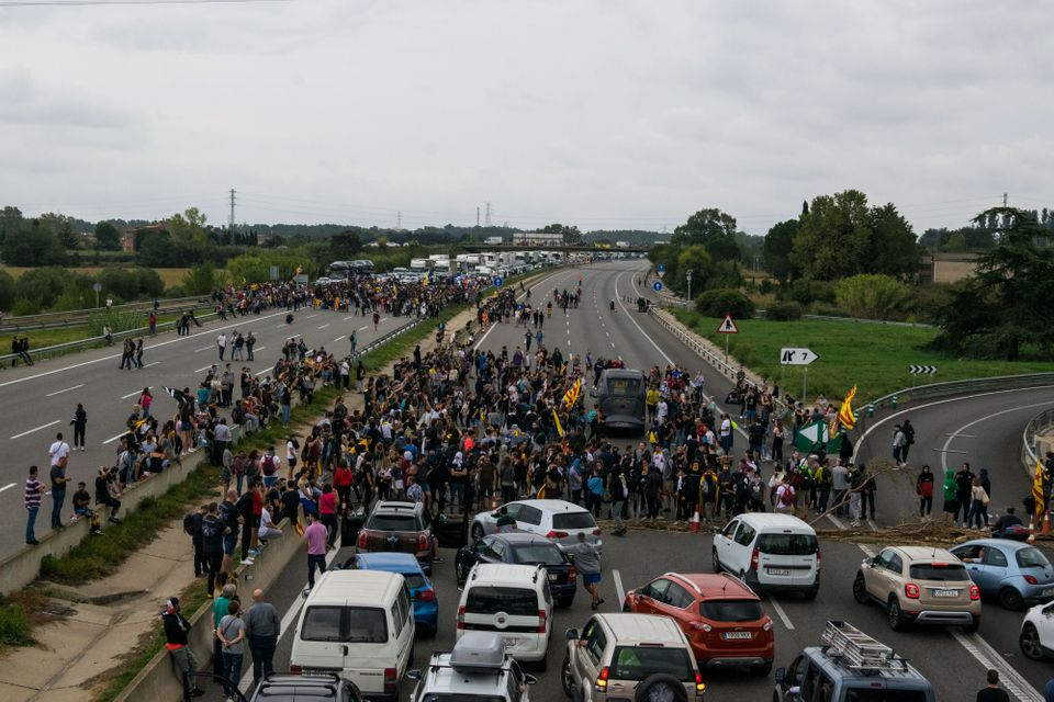 Thousands of manifestants in Girona colapsed today the highway AP7 in Salt. This was an action to protest...