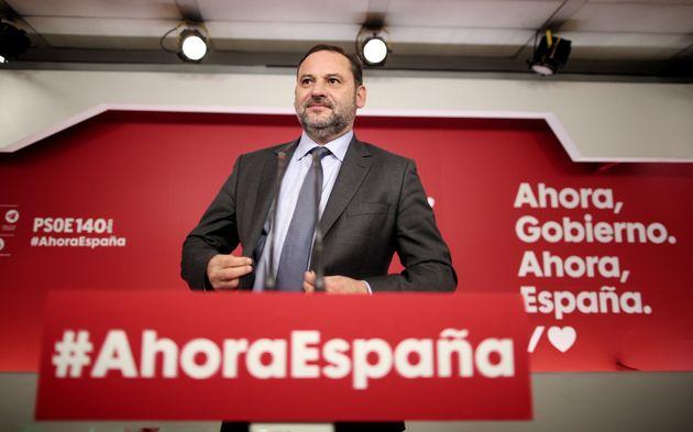 José Luis Ábalos, ayer lunes, durante la rueda de prensa de valoración de la sentencia...