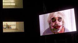 Sotto il trucco da Joker, Grillo ha la gobba di