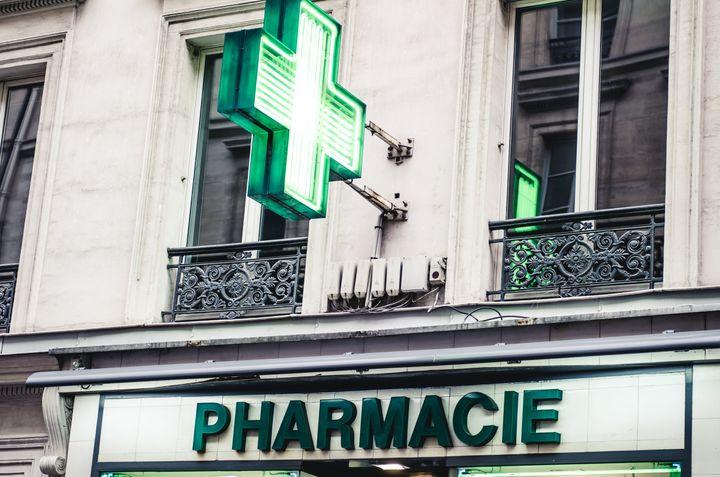 Les pharmaciens volontaires doivent au préalable avoir reçu une formation pour effectuer ces vaccins.