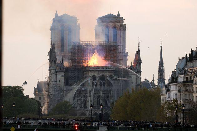 L'incendie de la cathédrale Notre-Dame de Paris le 15 avril contraint le diocèse à...