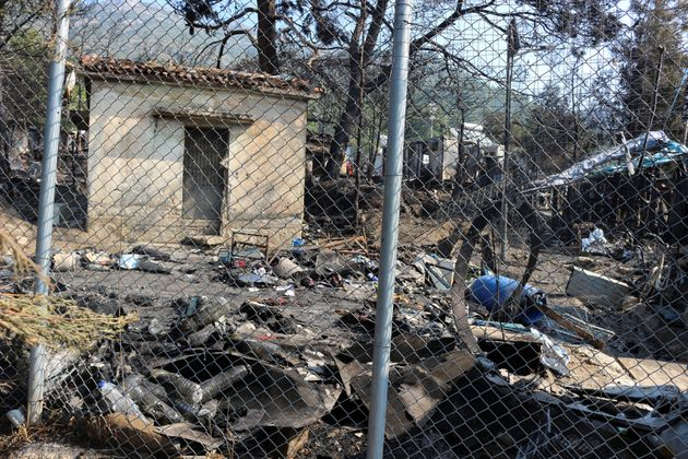 Φωτιά στο ΚΥΤ της Σάμου: Προσφυγόπουλο έσωσε γατάκι από τις