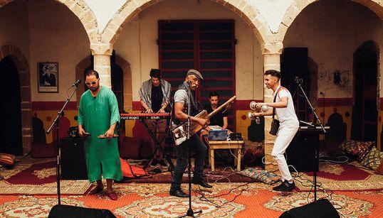 Parallells feat Maâlem Omar Hayat: Quand l'électro fusionne avec la musique