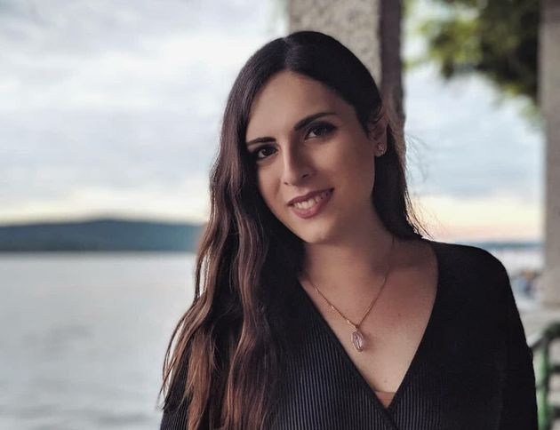 """""""Licenziata perché trans"""". La denuncia della prof poetessa Giovanna Cristina Vivinetto"""