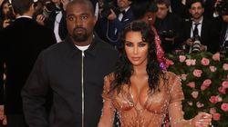 """Kanye West juge cette robe de Kim Kardashian """"trop sexy"""", elle le remet à sa"""