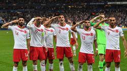 L'UEFA ouvre une enquête après les saluts militaires pendant