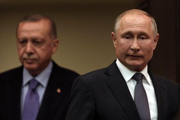 Putin frena Erdogan con le forze d'interposizione in Siria. I russi occupano le basi militari Usa
